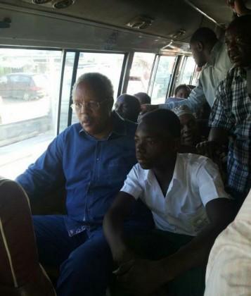 Mh Edward Ngoyai Lowassa Akisafiri kwa Daladala Leo 24 Agosti 2015 Gongolamboto - Chanika