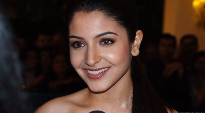 Beautiful Anushka Sharma Smile
