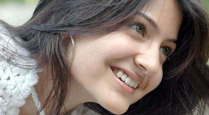 Smiling face Anushka Sharma